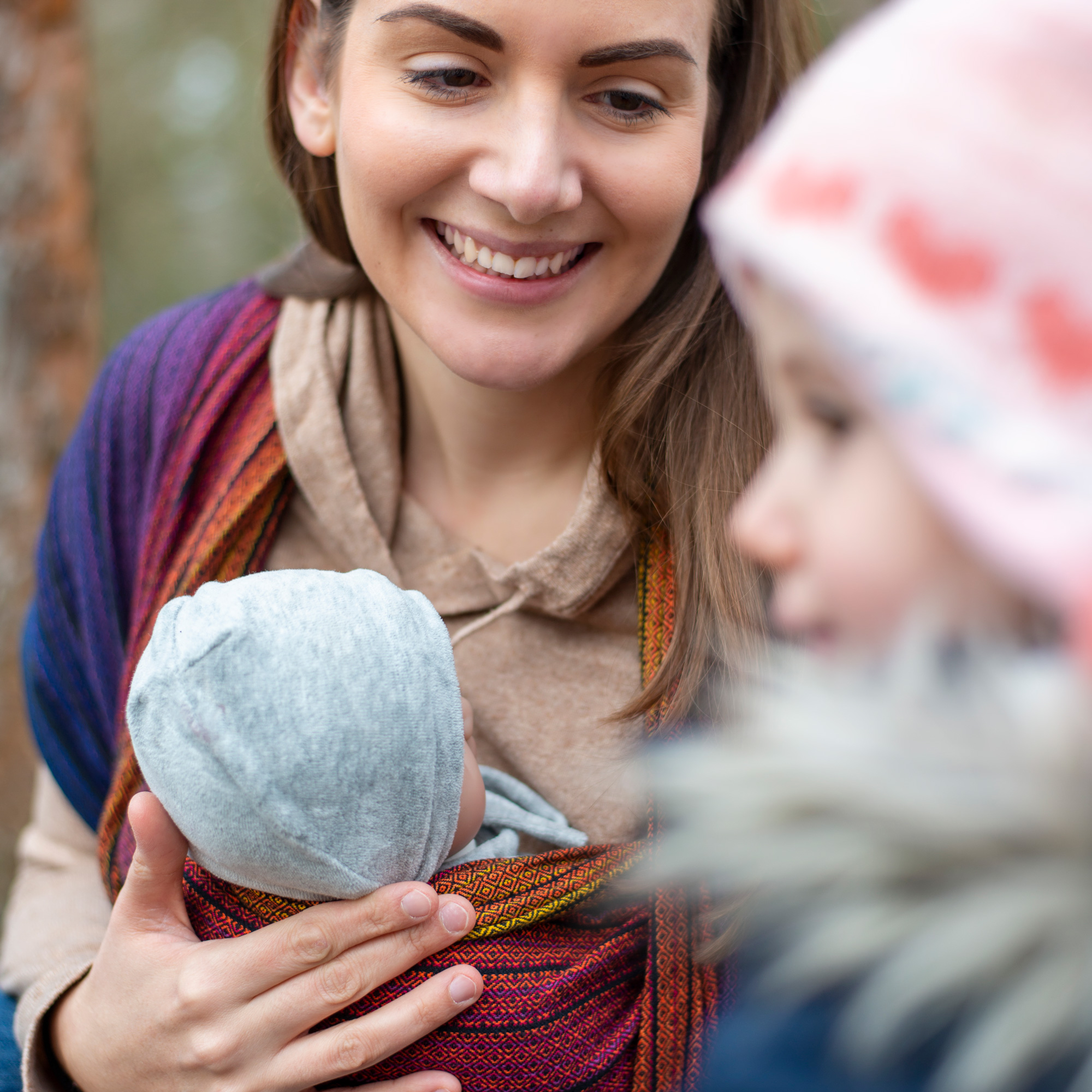 Liebe und Nähe zu Kindern durch Tragen